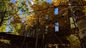 The old ruins have a much different feel in the Autumn colors.